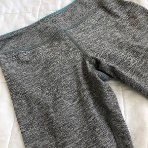 Ivivva Bottoms - Reversible grey ivivva cropped leggings